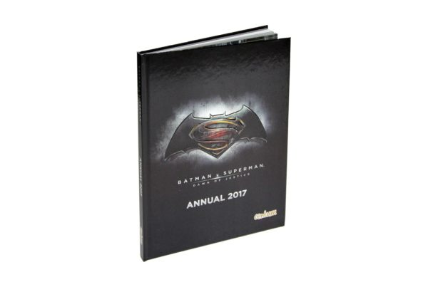 Starlite Children Book - Batman v Superman Sticker Collection Sammeln Trivia Book Buch Trivial Wissen Knowledge 2 On-Pack Co-Pack Druck Print Verpackung Schachtel Karton Packaging Box Starlite Veredelung Finish UV-Lack Colour 4c