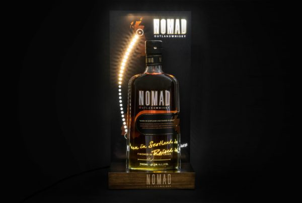 Nomad Outland Whisky Glorifier LED Display blinking blinkt leuchtet Lampe beleuchtung Holz Flaschenbeleuchtung Bottle Lamp Whiskey
